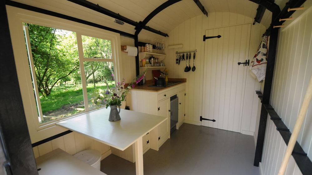 Lamp-hut-interior-kitchen-shower